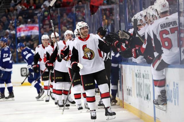 Mike Hoffman a marqué deux buts et les Sénateurs d'Ottawa ont surpris le... (PHOTO REUTERS)