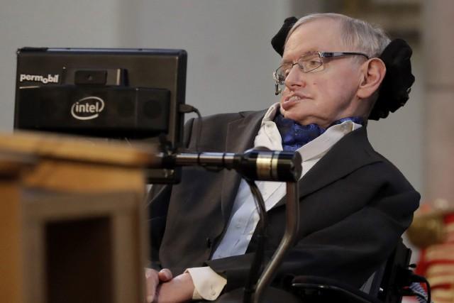 Stephen Hawking le 6 mars dernier à Londres.... (PHOTO AP)