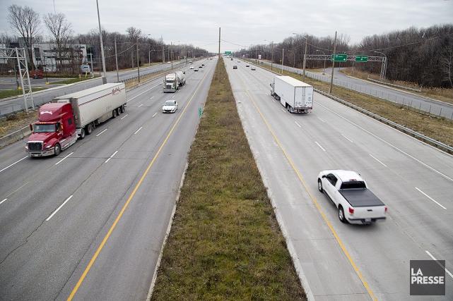 La nouvelle limite de vitesse serait appliquée dans... (David Boily, archives La Presse)
