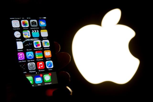 Google et Apple se retrouvent devant le tribunal... (Photo Philippe HUGUEN, AFP)