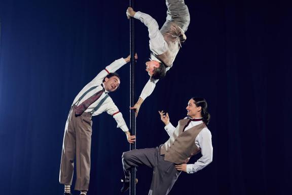 La pièce acrobatique Hotelsera présentée du 14 au... (Photo fournie par Éloize)