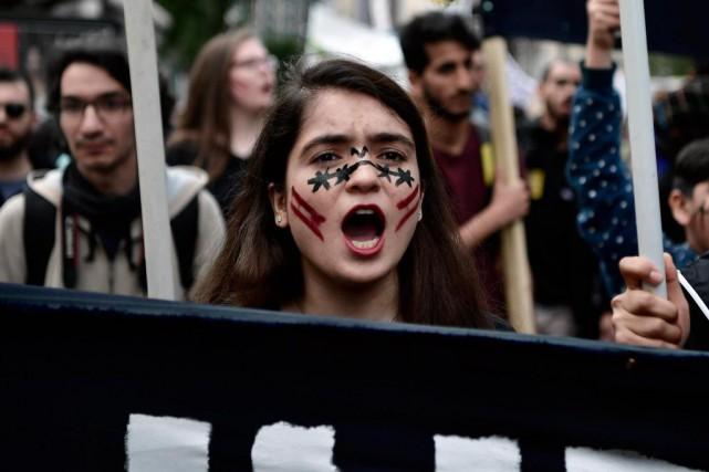 Les manifestations ont été nombreuses un peu partout... (photo louisa gouliamaki, agence france-presse)