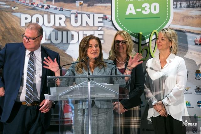 Selon la mairesse de Brossard, Doreen Assaad (deuxième... (Photo Martin Tremblay, La Presse)