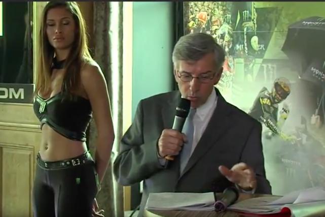 Les «umbrella girls» de MotoGP (l'équivalent des grid... (Saisie d'écran YouTube; GP moto de France)