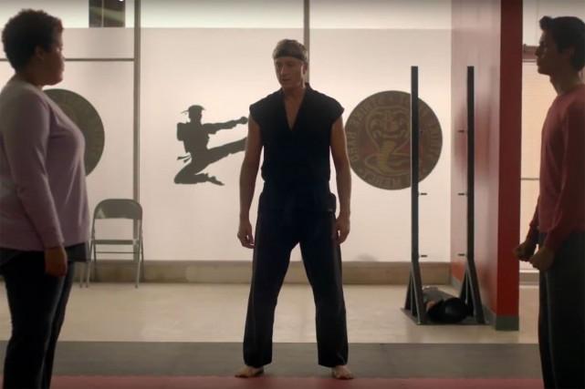 Une scène de la série Cobra Kai... (Capture d'écran)