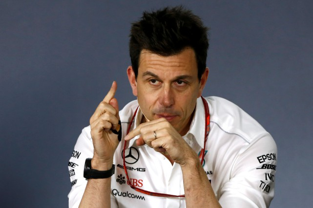 Le patron de l'écurie Mercedes, Toto Wolff, s'inquiète... (photo REUTERS)