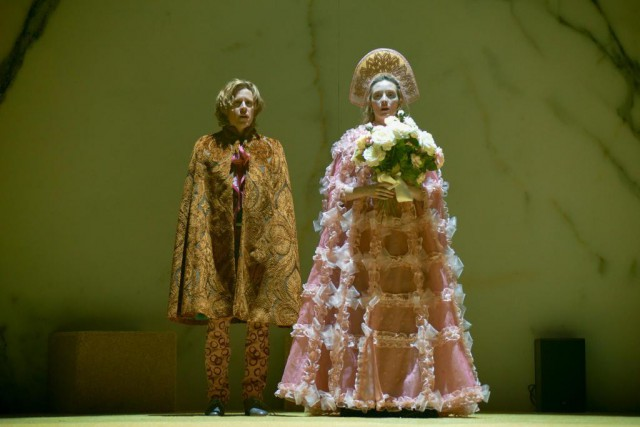 Renaud Lacelle-Bourdon (Mychkine) et Evelyne Brochu (Nastassia) dans... (Photo Yves Renaud, fournie par le TNM)