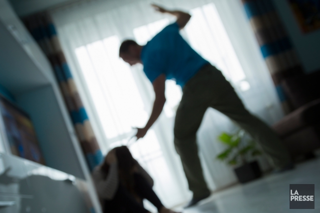 Lorsqu'une femme déclenchera le système d'alarme, les policiers... (Photo archives La Presse)