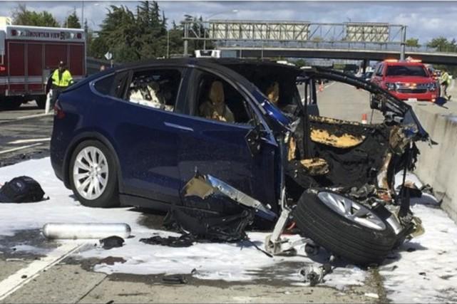Une Tesla de la gamme Model X a... (PHOTO ARCHIVES STATION KTVU VIA AP)