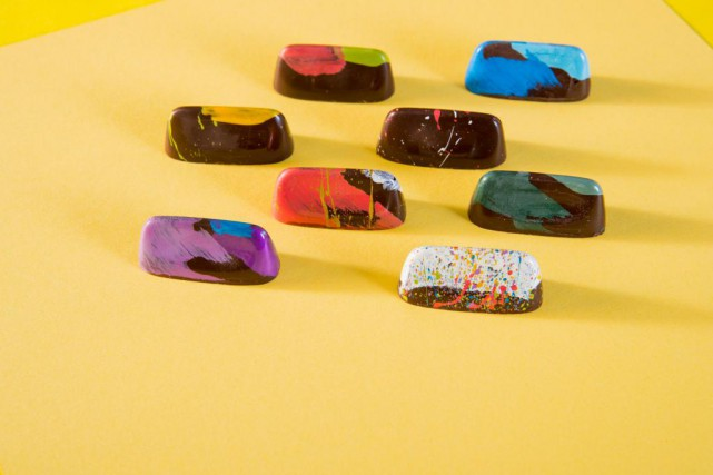 Ce sont les chocolats peints à la main... (Photo Marco Campanozzi, La Presse)