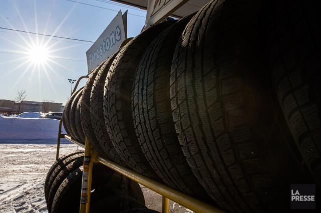 CAA-Québec rappelle que les pneus d'été ont toute... (PHOTO OLIVIER PONTBRIAND, ARCHIVES LA PRESSE)