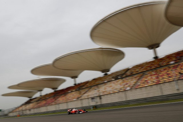 La Ferrari de Sebastian Vettel sur le circuit... (PHOTO ANDY WONG, ARCHIVES ASSOCIATED PRESS)