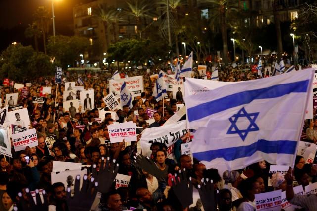 Une manifestation contre la déportation des migrants africains... (Photo Corinna Kern, archives REUTERS)