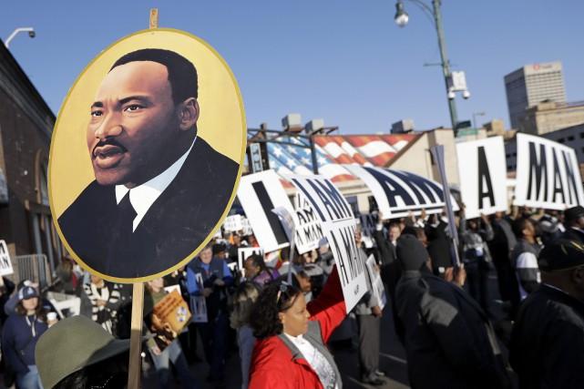 Cinquante ans après, des rassemblements doivent lui rendre... (PHOTO AP)
