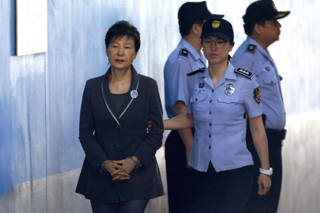 Première femme élue présidente en Corée du Sud,... (Photo Ahn Young-joon, archives Associated Press)