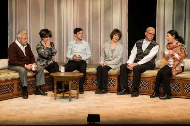Deux familles, l'une musulmane et l'autre catholique, se... (photo Patrick Lamarche, fournie par la production)