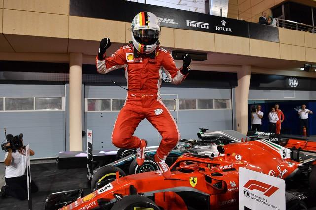 Sebastian Vettel a sauté de joie lorsqu'il est... (PHOTO ANDREJ ISAKOVIC, AGENCE FRANCE-PRESSE)