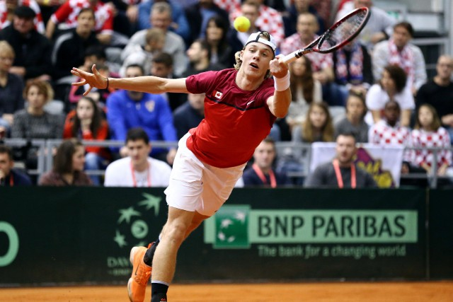 Denis Shapovalov et le Canada se sont inclinés... (Photo Antonio Bronic, Reuters)