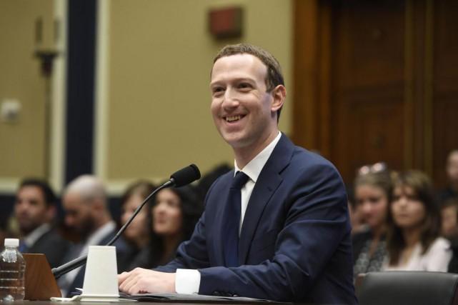 Le PDG et fondateur de Facebook, Mark Zuckerberg... (PHOTO SAUL LOEB, AGENCE FRANCE-PRESSE)