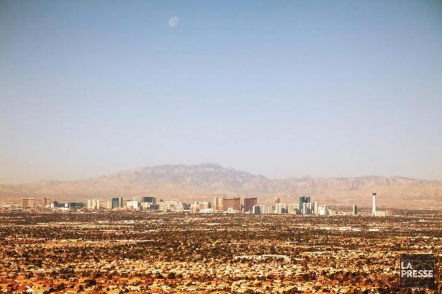 Et... au milieu du désert surgit Las Vegas,... (PHOTO BERNARD BRAULT, LA PRESSE)