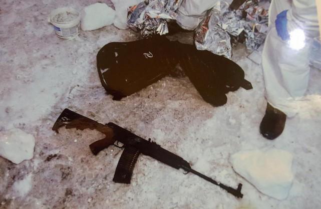 L'arme longue enrayée qu'Alexandre Bissonnette a abandonnée à... (PHOTO ARCHIVES LA PRESSE CANADIENNE)