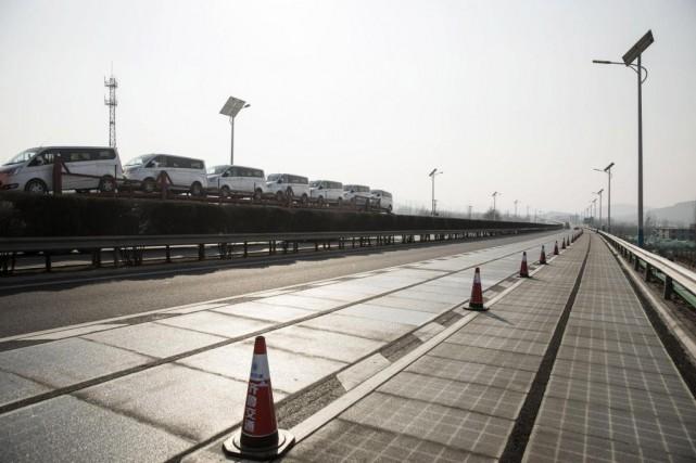 La Chine teste actuellement une nouvelle autoroute avec... (PhotoQilai Shen, archives Bloomberg)