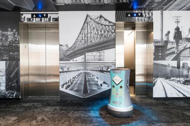 Ce robot turquoise est la véritable vedette technologique... (Photo Hugo-Sébastien Aubert, La Presse)
