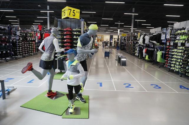 Décathlon propose des produits pour pratiquer 65sports, classés... (Photo Martin Chamberland, La Presse)