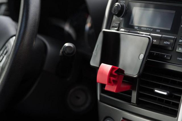 La pince peut être utilisée dans l'auto, à... (Photo fournie par l'entreprise)