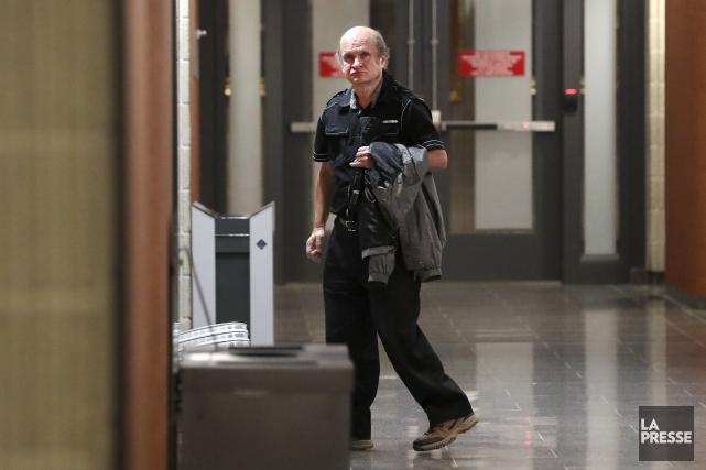 Yves Nadeau, atteint d'une déficience intellectuelle légère, est... (PHOTO ROBERT SKINNER, LA PRESSE)