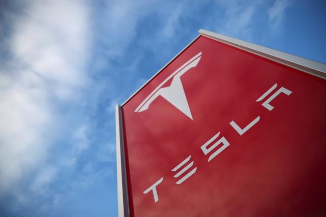 Le ciel est moins bleu qu'avant pour Tesla.... (photo REUTERS)