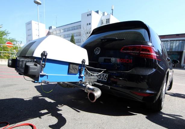 Une Volkswagen Golf diesel munie d'un disposif expérimental... (photo REUTERS)