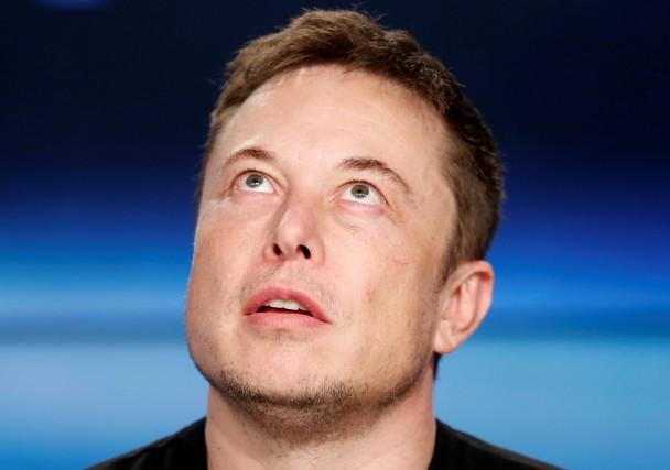 Le comportement de Musk durant un appel-conférence avec... (photo REUTERS)