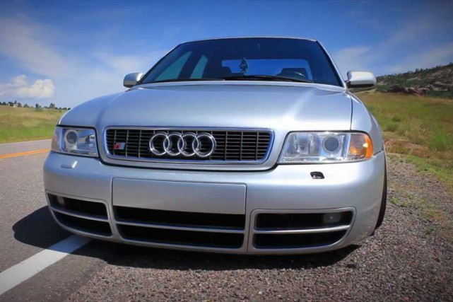Francis aime beaucoup son Audi S4, mais il... (Photo Youtube)