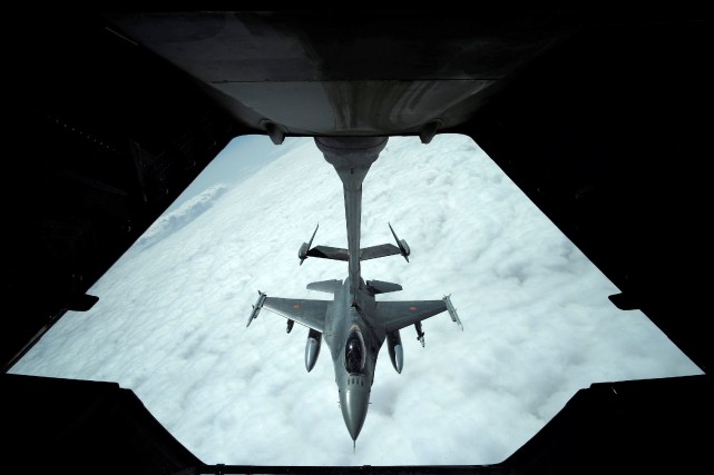 Un F-16.... (Photo Hamad I Mohammed, archives REUTERS)