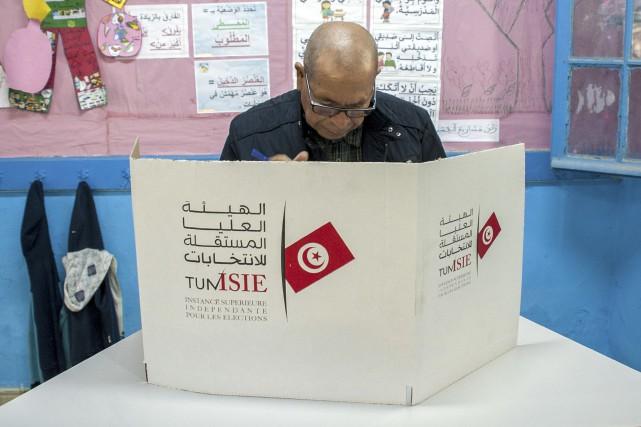 la tunisie vote sans enthousiasme pour ses premi res municipales post r volution kaouther. Black Bedroom Furniture Sets. Home Design Ideas