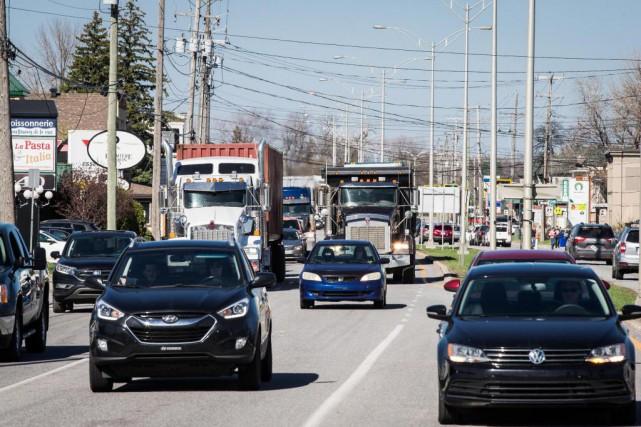 Les défis routiers et les besoins d'asphalte sont... (Photo Olivier PontBriand, Archives La Presse)