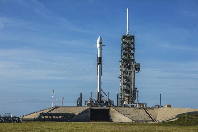 Ce lanceur est appelé à propulser des humains... (PHOTO SPACEX/AP)