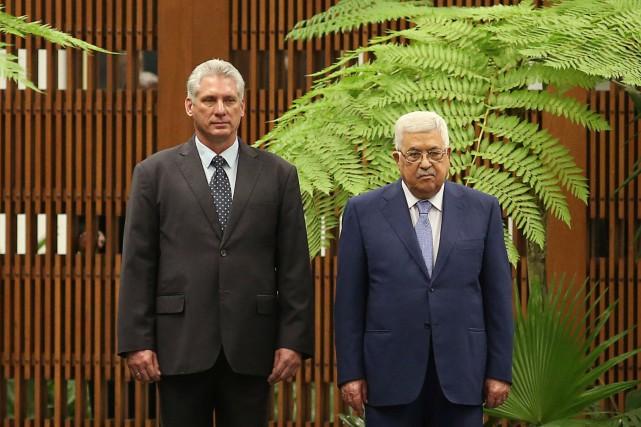 Les président cubain Miguel Diaz-Canel et le président... (PHOTO Alexandre Meneghini, REUTERS)