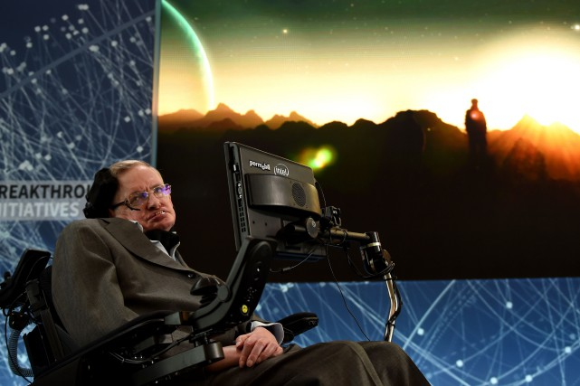 La mort de Stephen Hawking avait suscité une... (Photo Timothy A. Clary, archives Agence France-Presse)