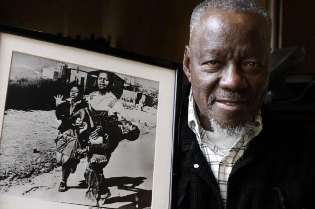 Sa photo montrant le jeune écolier HectorPieterson mortellement... (Photo Denis Farrell, archives Associated Press)
