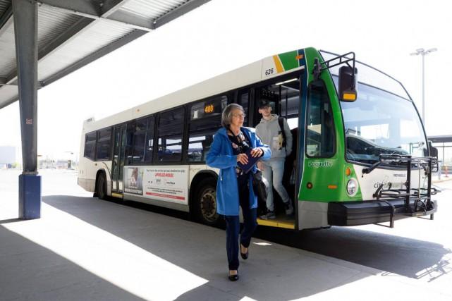 La Presse est allée prendre le bus et... (PHOTO ROBERT SKINNER, LA PRESSE)