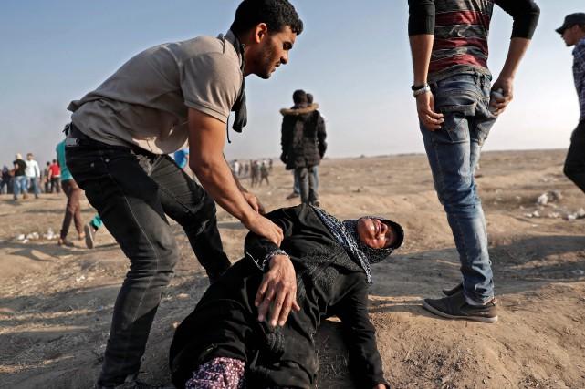 «Ils poussent les civils - femmes, enfants -... (Photo Thomas Coex, Agence France-Presse)