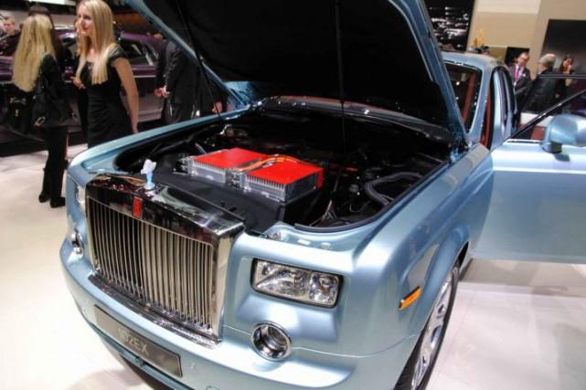 Rolls-Royce n'est aucunement pressé à donner suite à... (Photo BMW)
