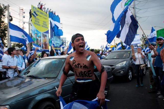 Quelques heures avant le début des discussions, des... (Photo Oswaldo Rivas, REUTERS)