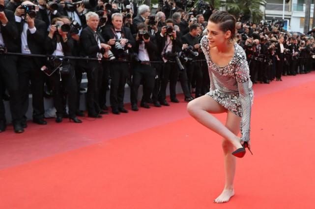 Tout juste avant d'assister à la première du... (Photo Valéry Hache, Agence France-Presse)