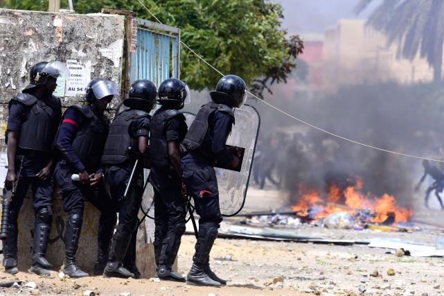 Dans la matinée à Dakar, des étudiants avaient... (Photo Agence France-Presse)