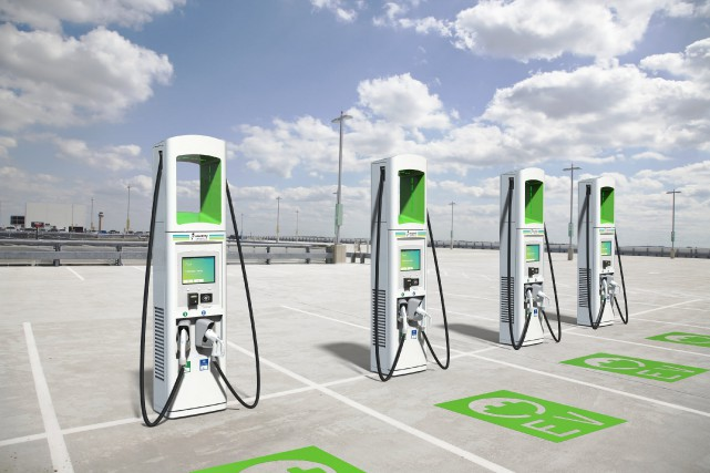 Ce sont des espaces de recharge, pas des... (photo Electrify America)