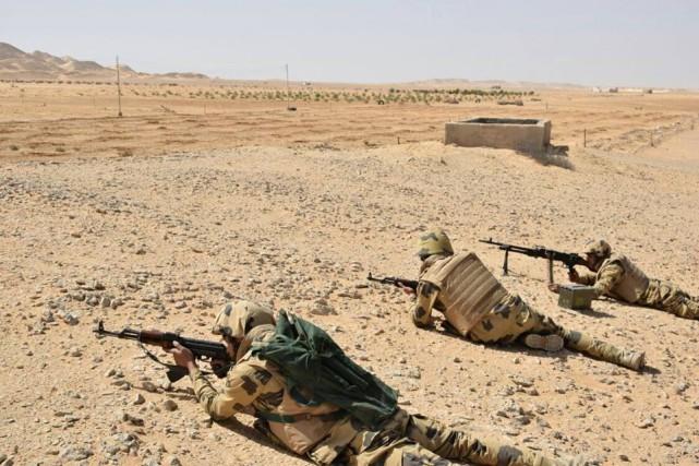 Les forces armées égyptiennes mènent depuis le 9... (Photo REUTERS)