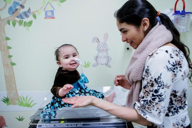 Florence Corleto et son bébé de 7 mois,... (PHOTO ALAIN ROBERGE, LA PRESSE)